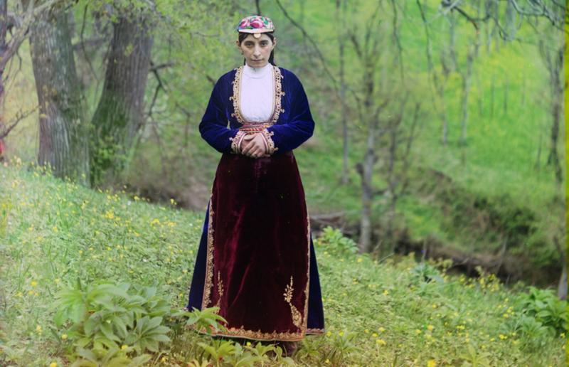 Ormianka w stroju narodowym. Artwina (współczesna Turcja), 1910 rok