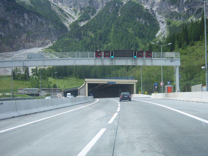 799px-Tauerntunnel_zweiröhrig_2