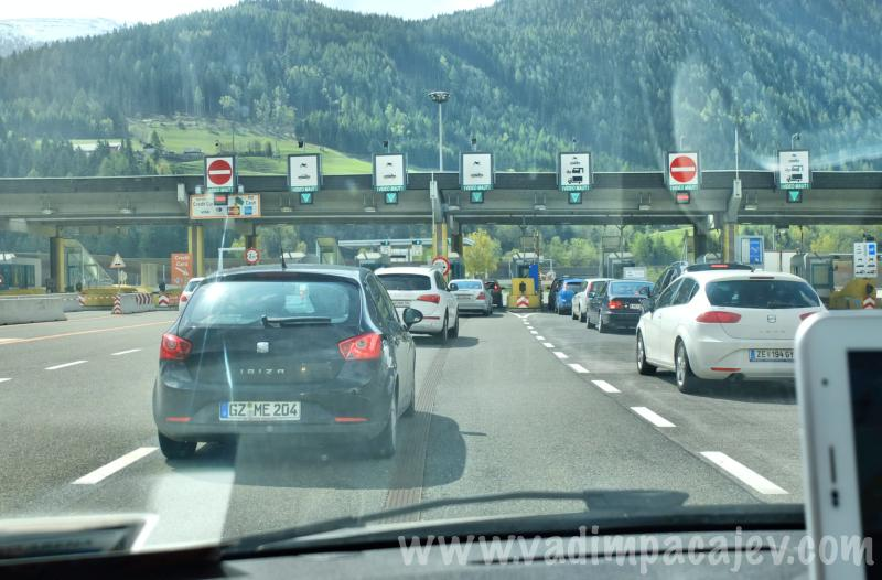 FLUMI010514ita1_06_Fotor_austria-autostrada