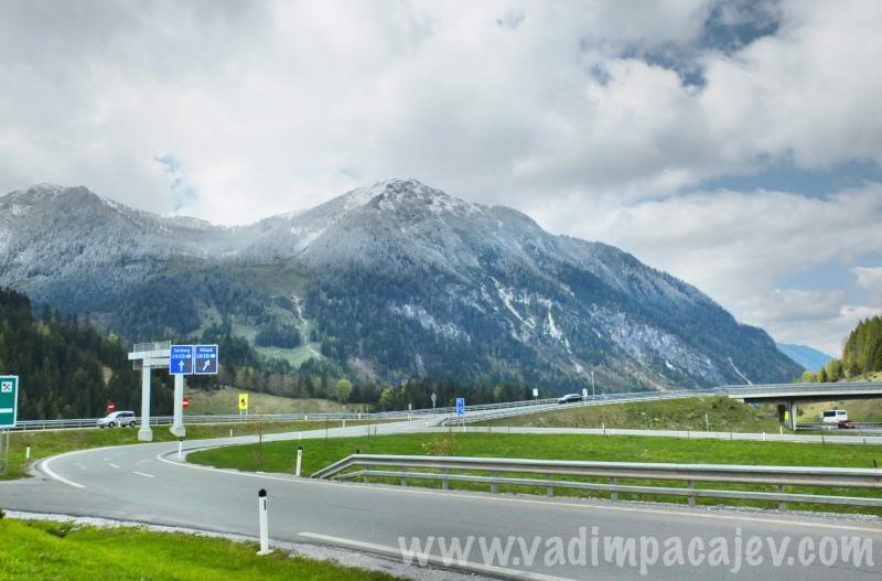FLUMI010514ita7_28_Fotor_austria-autostrada