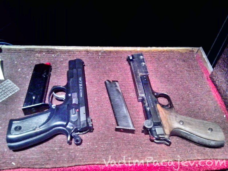 Z lewej CZ 75 cal 9mm Luger z prawej margolin cal .22LR - oba sportowe