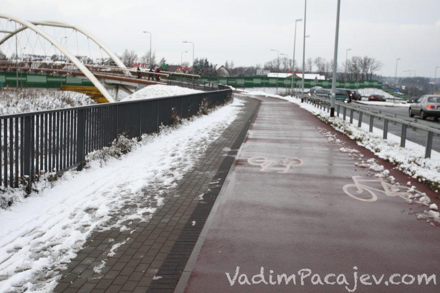 Droga na terenie Auchan Gdańsk - tam się dało odśnieżyć...